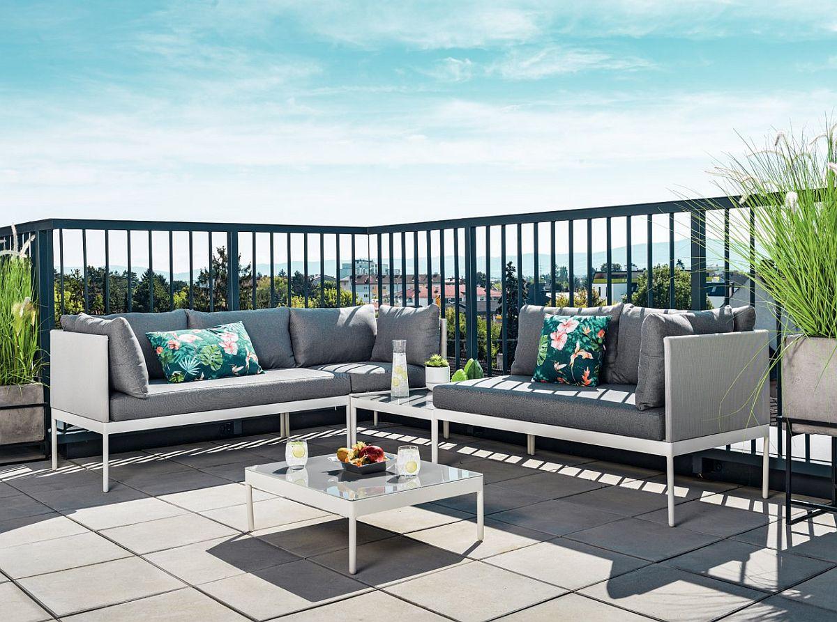 Setul de grădină Los Angeles din aluminiu vopsit alb și perne cu tapițerie gri. Vezi dimensiuni și preț AICI.
