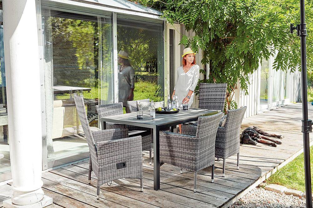 Mobilier de grădină Tonio. Fotolii stivuibile cu cadru din oțel și masă cu textură lemn. Vezi dimensiuni, materiale, preț AICI.