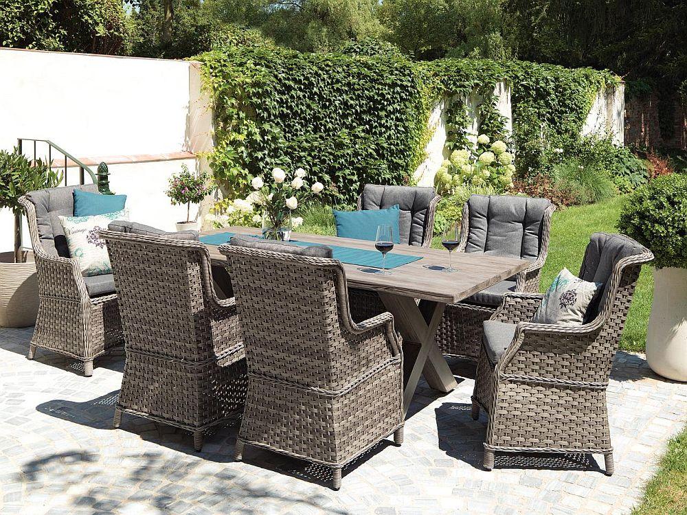 Model mobilier de grădină Wachington. Scaune cu cadru de oțel. Au incluse pernele pentru șezut și spate. Masa cu blat aspect beton. Vezi detalii dimensiuni, materiale și preț AICI.