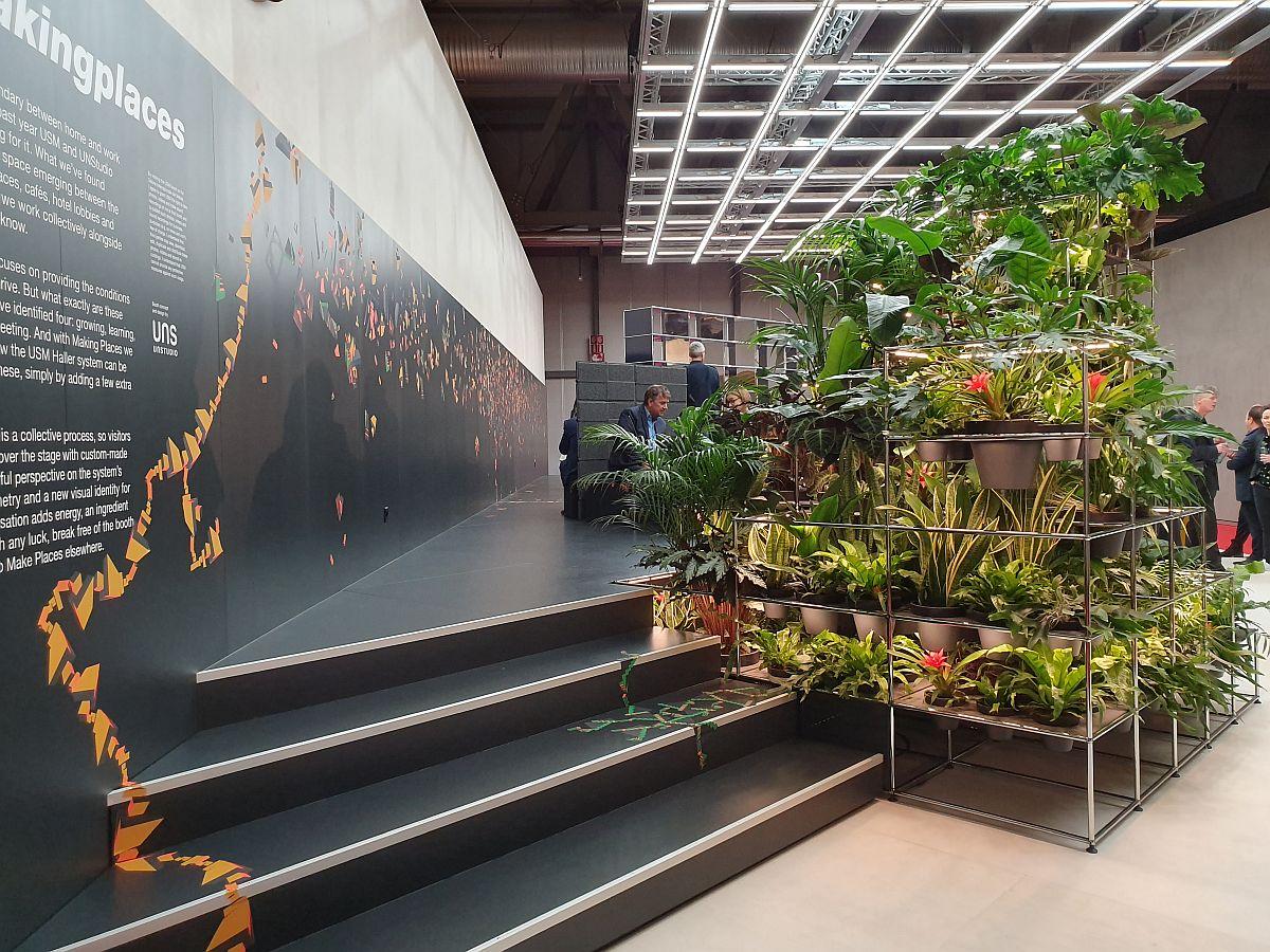 Jardinieră etajată pentru a atrage vizitatorii în standul USM, dar și pentru a semnaliza preocupările firmei vizavi de sustenabilitate.