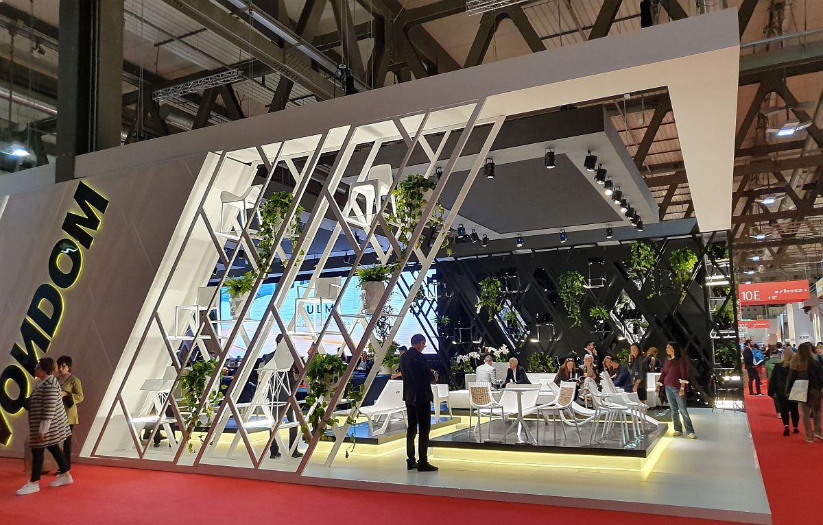 Standul Vendom cu alură arhitecturală, panouri LED și desigur multă vegetație.