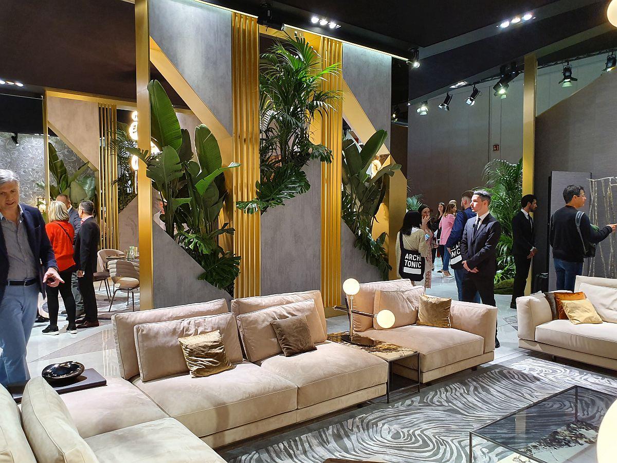 Visionnaire și-a pus în valoare piesele de mobilă printr-un ambient plin cu plante.