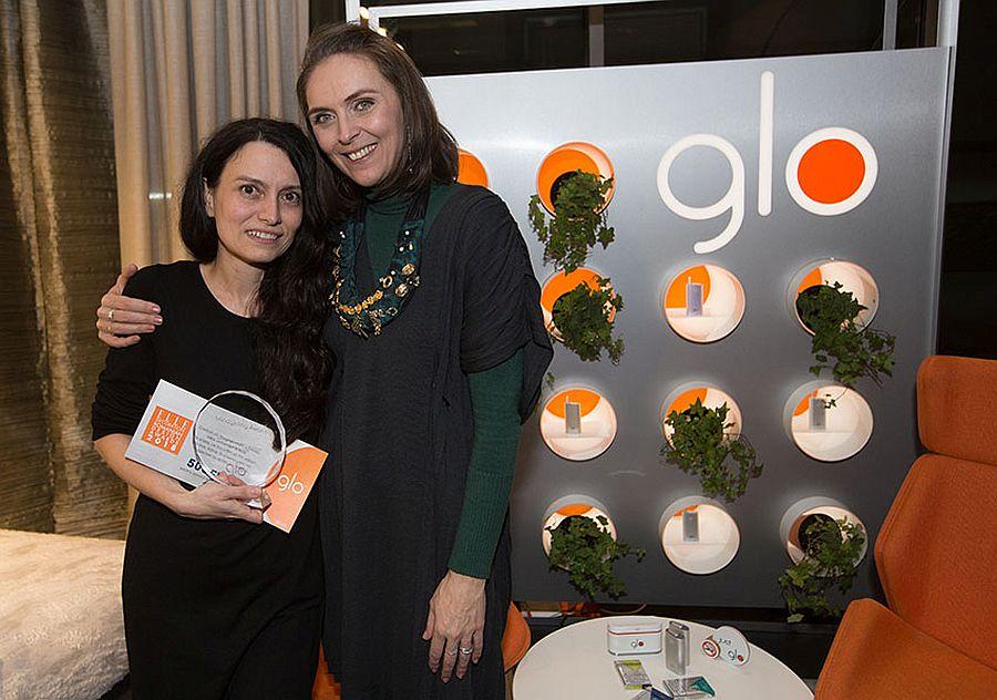 Și eu am înmânat anul trecut premiul pentru design de produs - obiectul preferat de către public, premiul susținut de Glo.