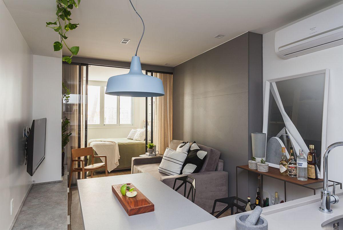 Pentru ventilarea spațiului, aerul condiționat a fost prevăzut și la granița dintre bucătărie și living.
