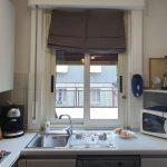 adelaparvu.com despre deschidere fereastra din fata chiuvetei din bucatarie