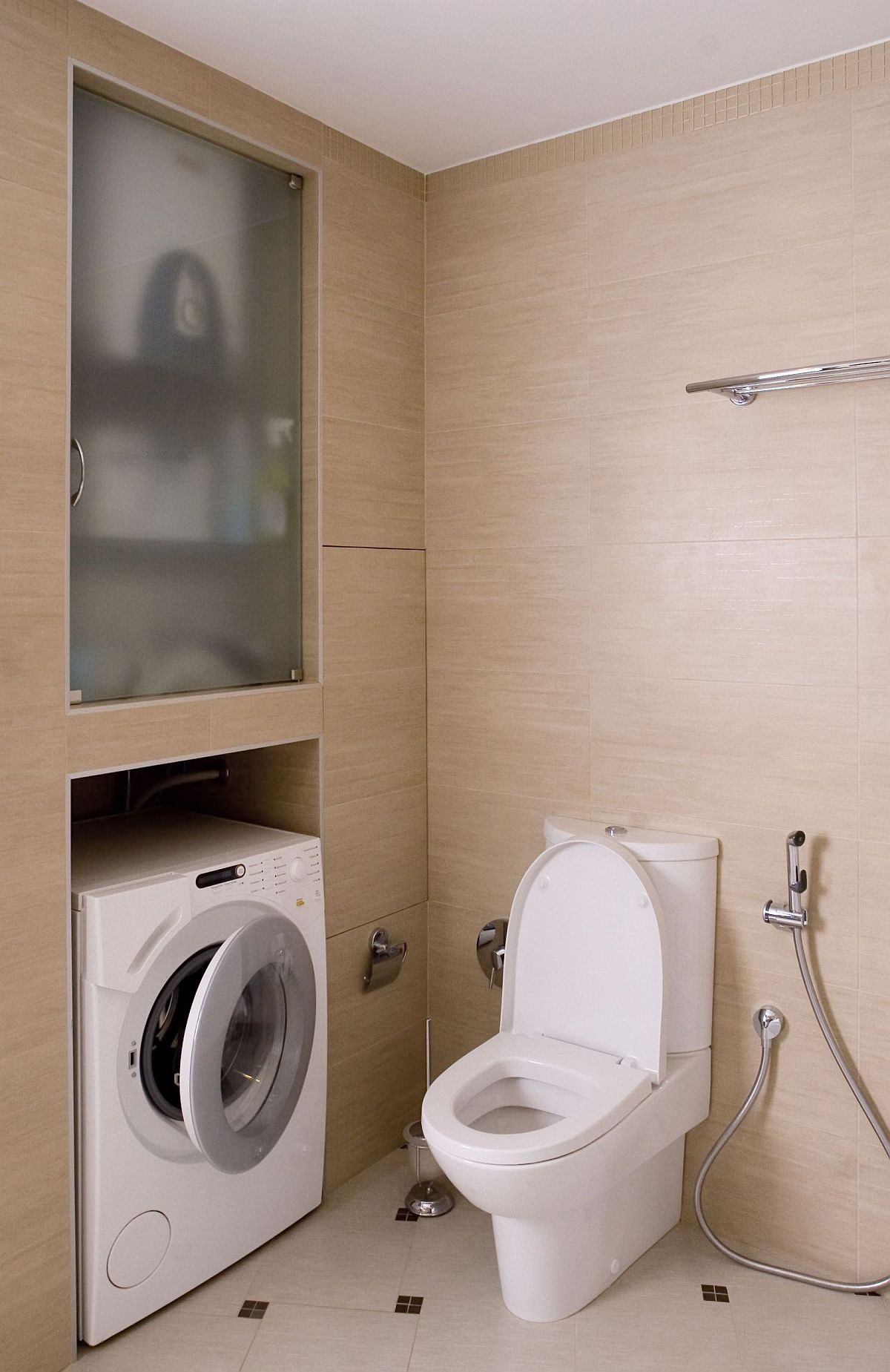 adelaparvu.com despre masina de spalat rufe in baie (2)