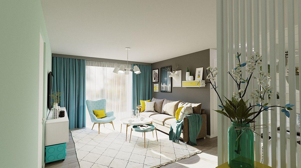 Perspectivă dinspre zona riflajelor către living, unde fereastra generoasă către balcon lasă lumina naturală să pătrundă din plin la interior.