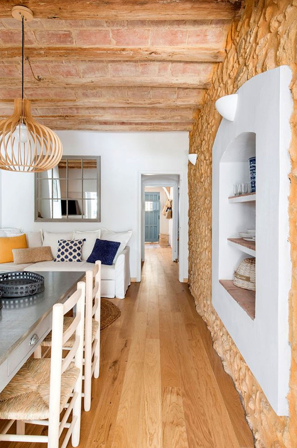 adelaparvu.com despre casa lunga si ingusta cu terasa, stil marin, design Nice Home Barcelona, Foto Jordi Canosa (15)