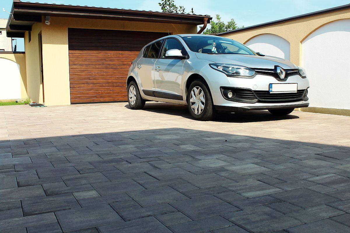 Pavaje potrivite pentru aleea de acces cu autoturismul, model pavaje Fantasia 4 Maro Patinat de la Elis Pavaje.