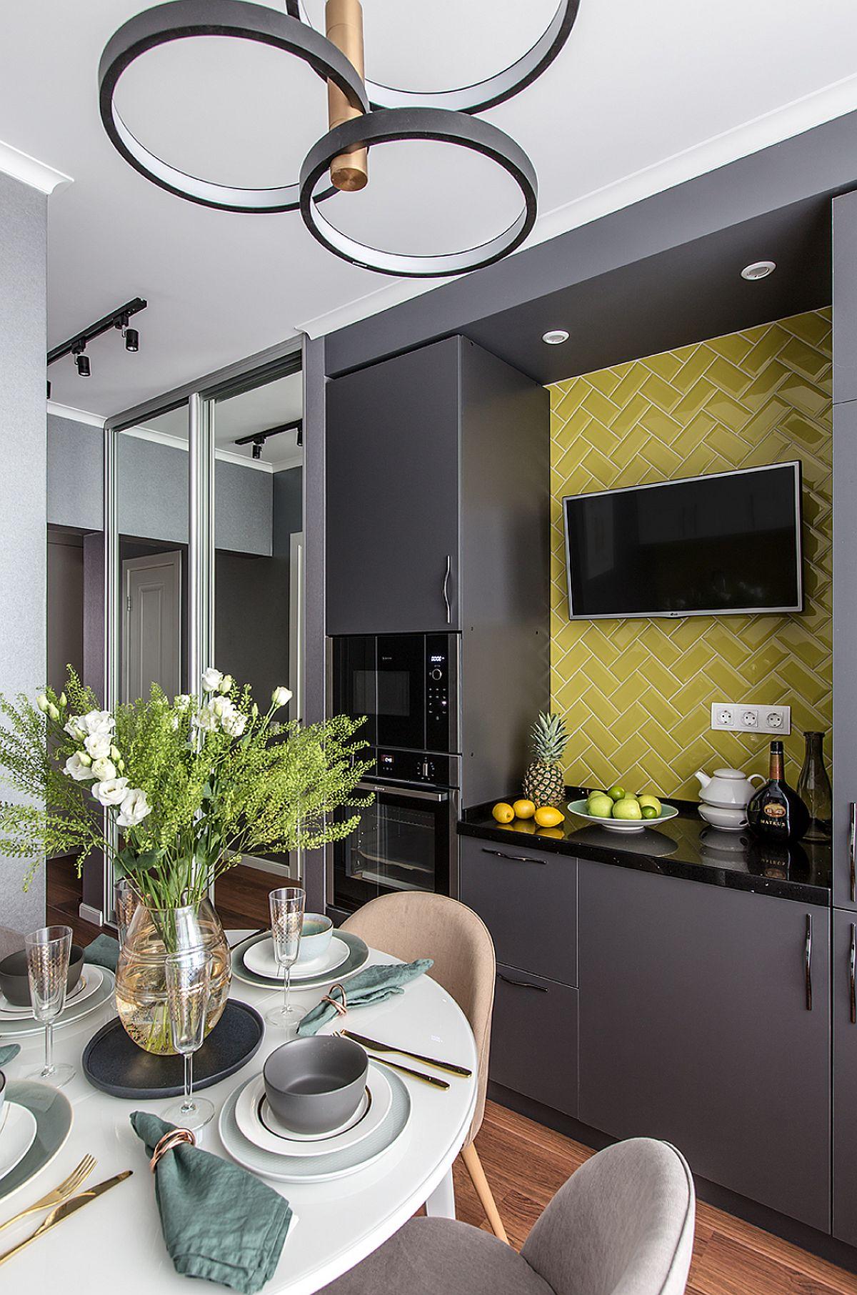 adelaparvu.com despre amenajarea apartament 2 camere pentru familie de 5 persoane, design Helenka Design, Foto Foto Boris Bochkarev (13)