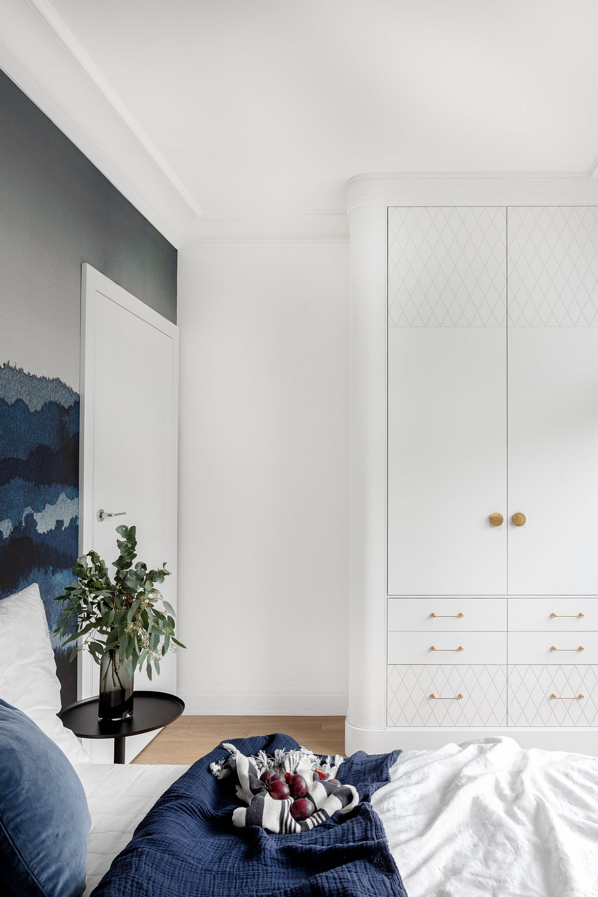 adelaparvu.com despre apartament 80 mp cu pereti albi elegant amenajat, design JT Grupa, Foto Ayuko Studio (10)
