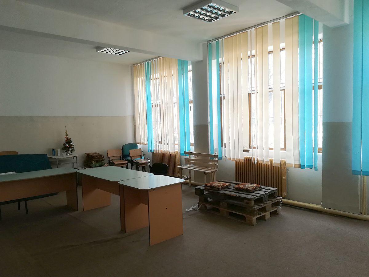 adelaparvu.com despre voluntariat scoli frumoase, scoala din Pitesti (1)