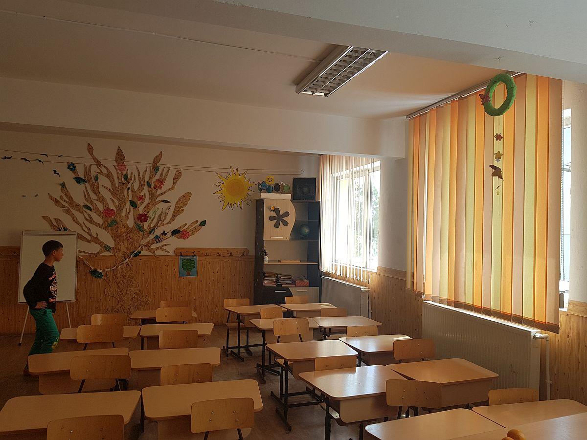 adelaparvu.com despre voluntariat scoli frumoase, scoala din jud Neamt (2)
