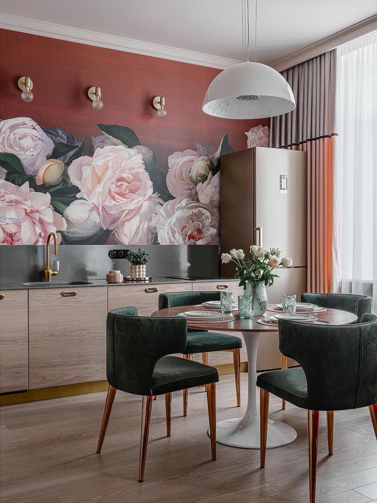 adelaparvu.com despre bucatarie cu tapet cu flori, designer Iulia Sheypunas, foto Vladimir Barabash (3)