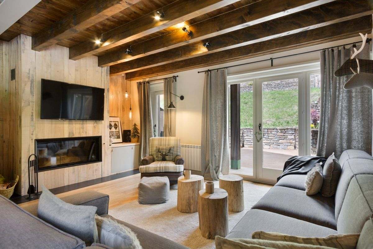 adelaparvu.com despre casa de vacanta cu lemn de castan, Pirinei, designer Juanma Alfonso, Luderna Design, Foto ElMueble (1)