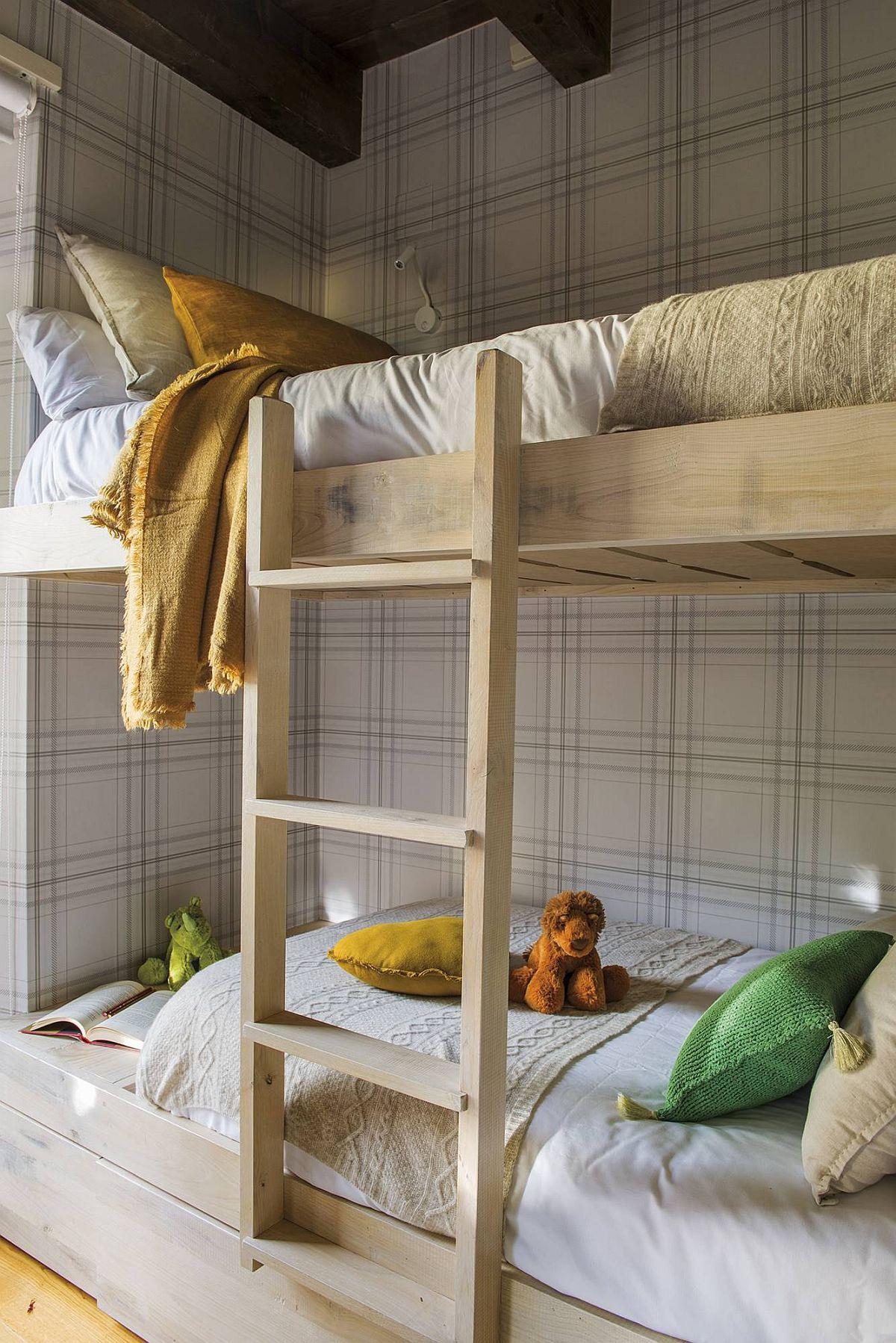 adelaparvu.com despre casa de vacanta cu lemn de castan, Pirinei, designer Juanma Alfonso, Luderna Design, Foto ElMueble (11)