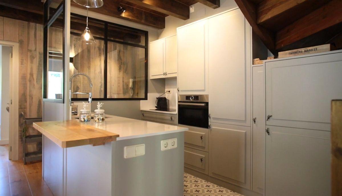 adelaparvu.com despre casa de vacanta cu lemn de castan, Pirinei, designer Juanma Alfonso, Luderna Design, Foto ElMueble (2)
