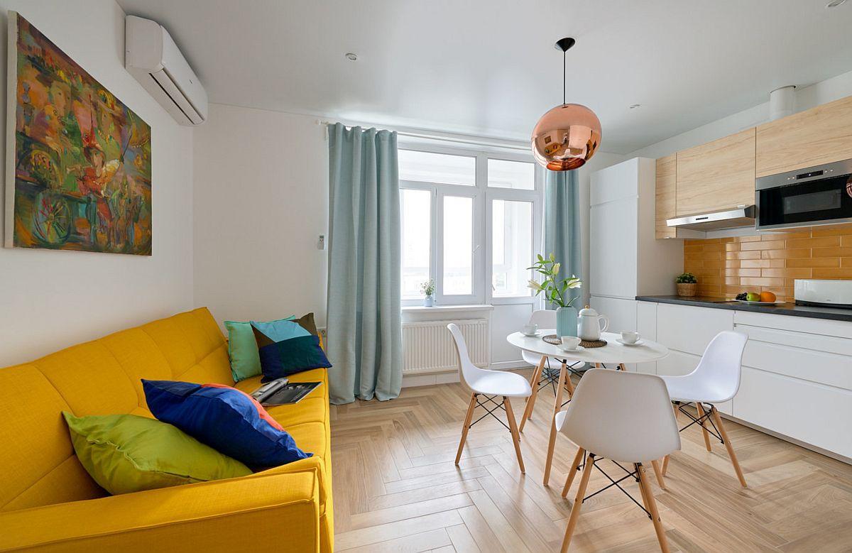 Pe timpul nopții, canapeaua extensibilă devine loc de odihnă, ca atare, în fața ei există suficient loc pentru extindere, fără a fi necesară mutarea mesei și a scaunelor.