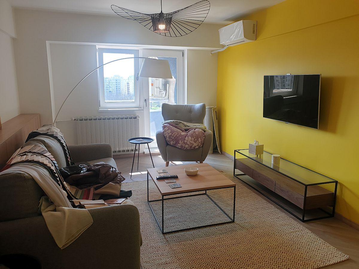 Un apartament din București pe care n-am mai apucat să-l decorăm pînă la final, dar ne vom strădui să o facem chiar în stare de urgență fiind.