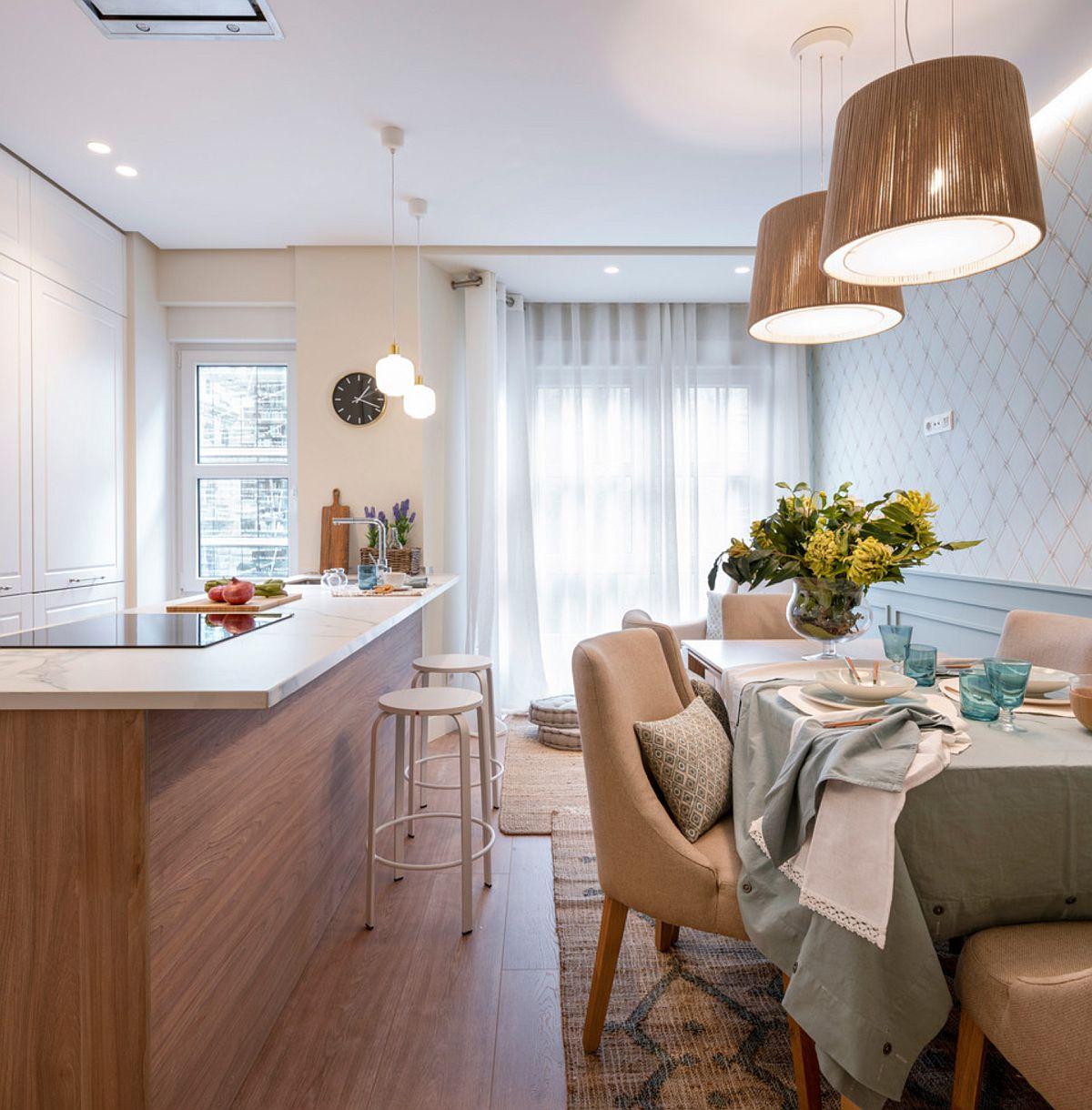 Designerii au prevăzut ca fosta bucătărie și fostul living să fie unite, dar apoi reorganizate astfel ca bucătăria să fie lângă ferestre pentru a putea fi ventilată natural. În plus, traseele de evacuare pentru hotă au fost mai ușor de trasat din această parte.