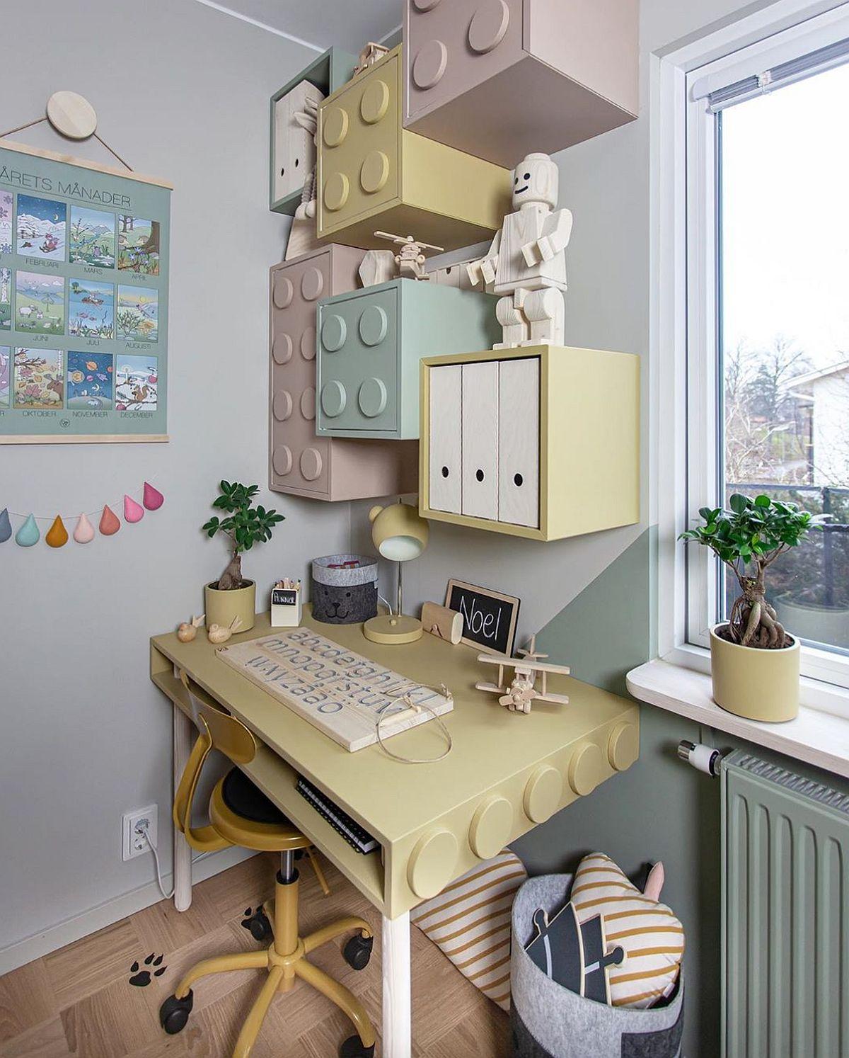Mobila pentru birou a fost realizată tot de către Cecilia (Cilla) și imită imaginea pieselor LEGO. Deși sunt mai multe culori, tonurile pastelate folosite sunt calme și neagresive.