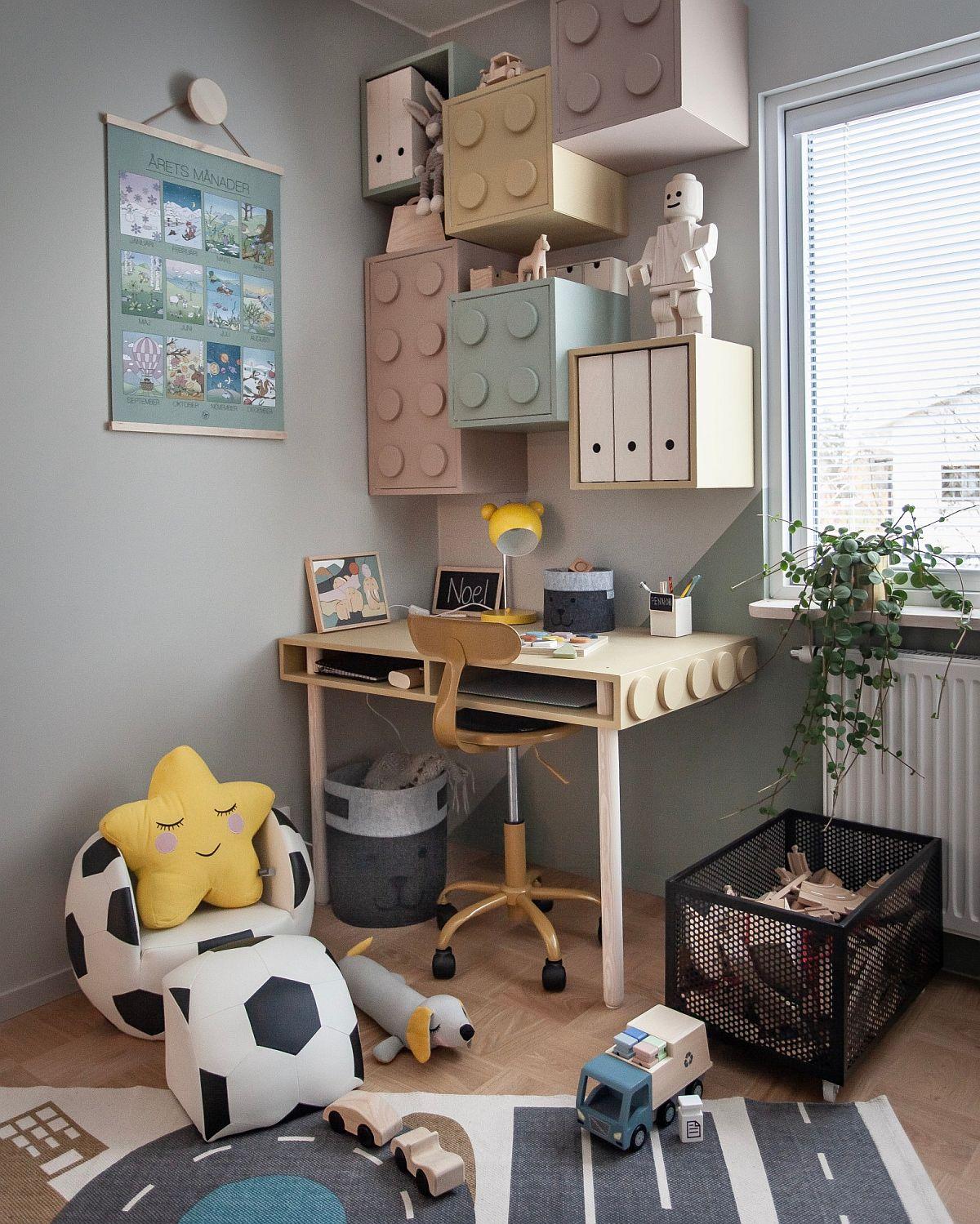 Biroul pentru copilul de vîrstă școlară este poziționat pe un colț al camerei, ca atare spațiul are dublu rol: joacă și studiu.