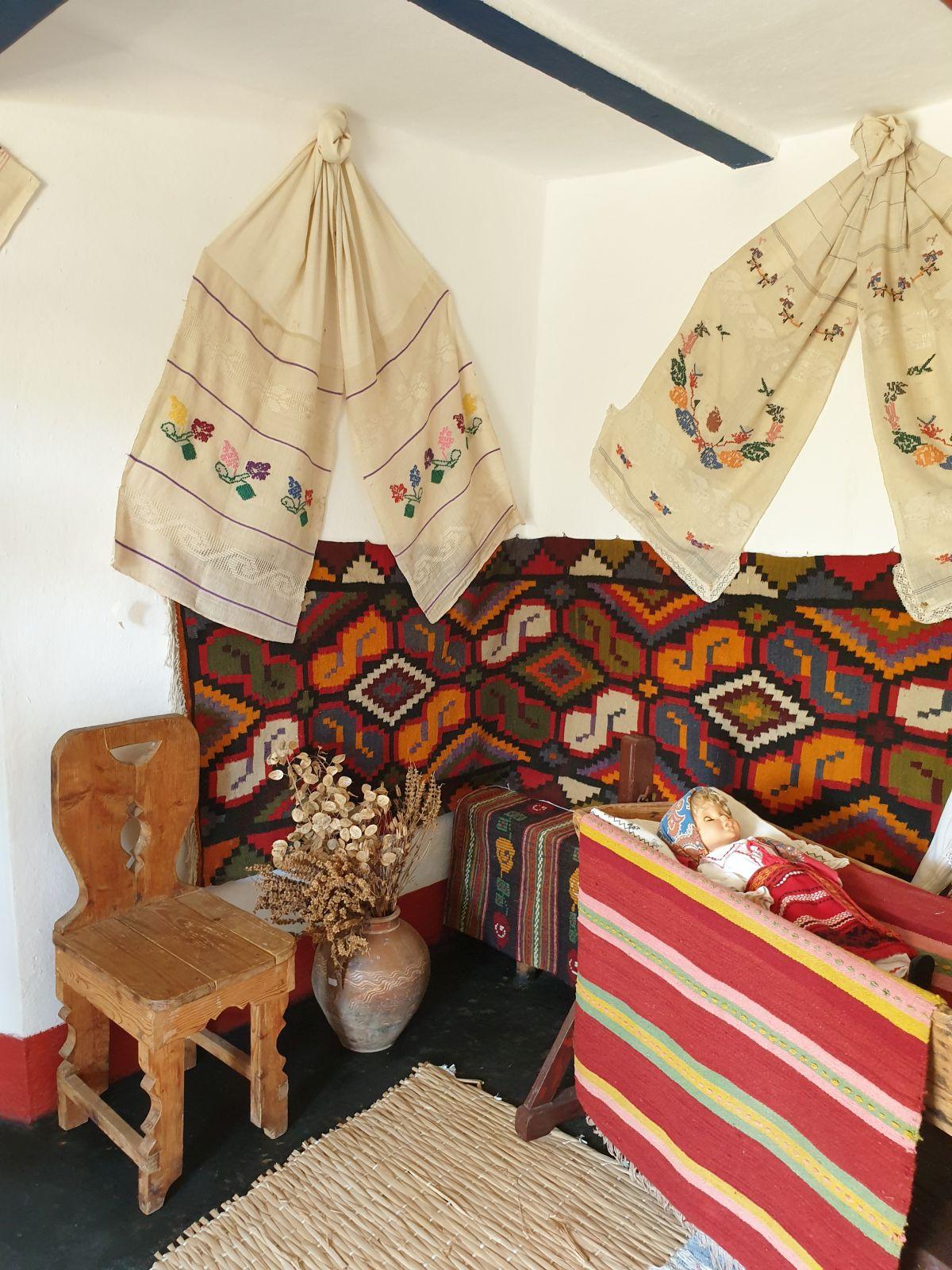 Interesante culori pentru cuvertura folosită pentru decorul pereților.