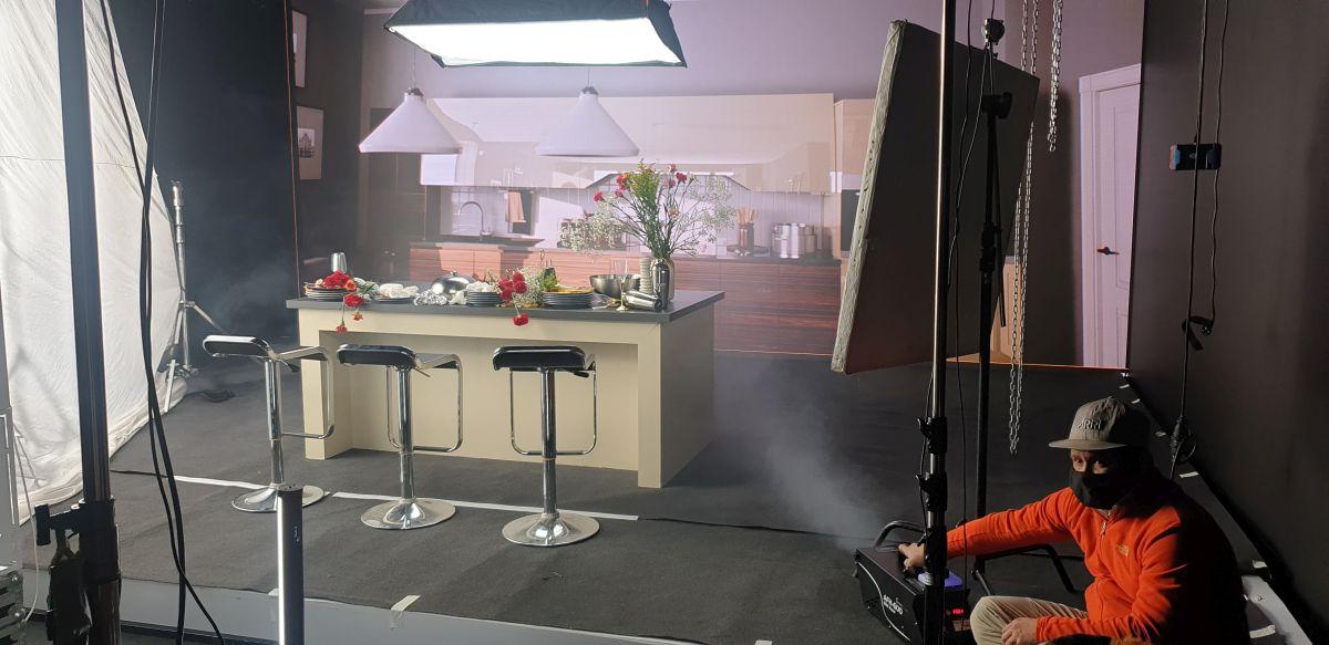 Decor pentru una din scenele videoclipului Inimă naivă, regia Hprtensiu Atanasie, producător Marius Moga.