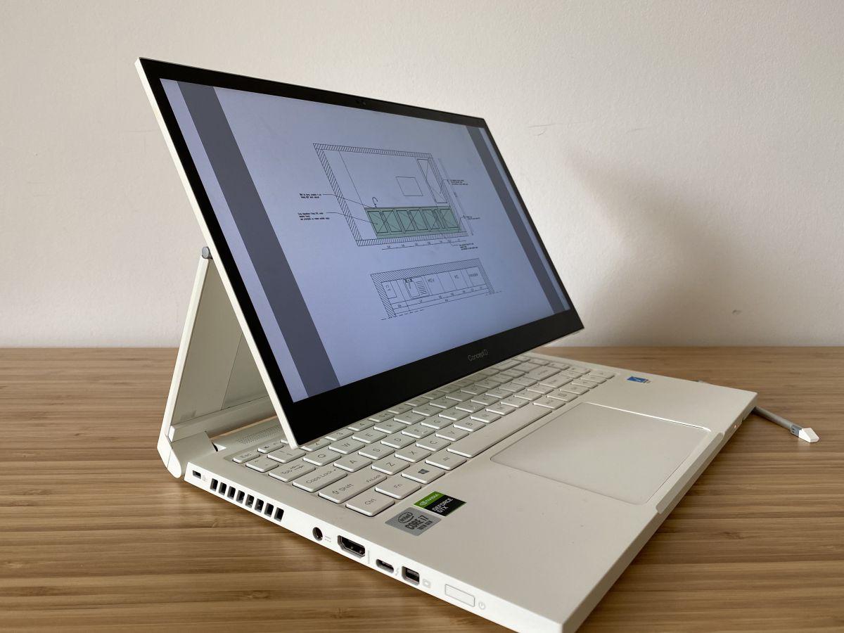ConceptD 3 Ezel este un laptop convertibil, cu ecran rotativ unic, care îți permite să utilizezi dispozitivul în moduri diferite și creative. Articulaţia Acer Ezel inovatoare îţi oferă şase moduri convertibile din care să alegi, ceea ce îţi permite să creezi, să colaborezi şi să partajezi în orice mod vrei.