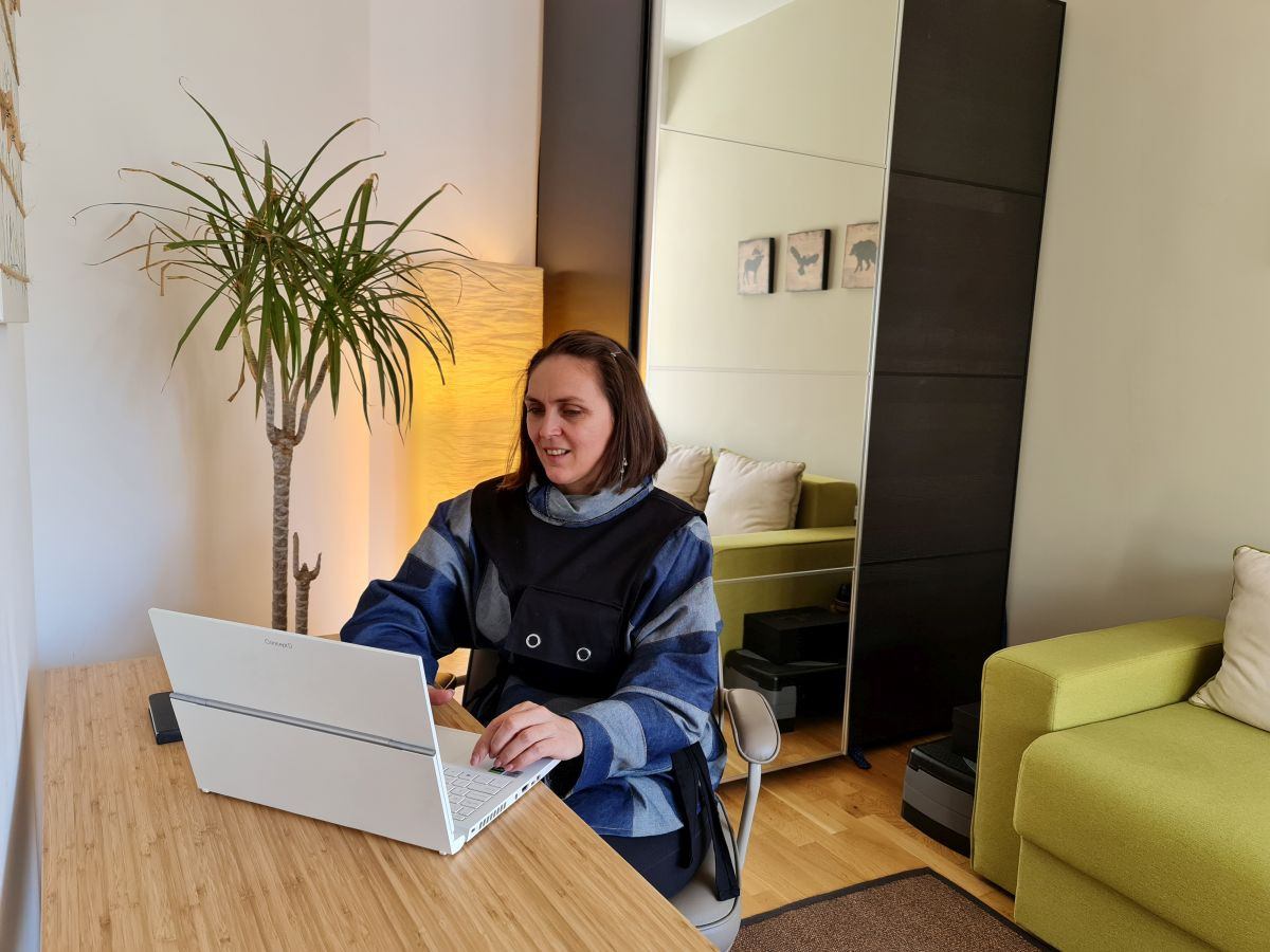 Lucrezi ușor, plăcut pe laptopul Acer ConceptD 3 Ezel. În plus, este excelent și atunci când vrei să-l iei cu tine ca să faci prezentări ori să-ți prezinți lucrările și ideile.